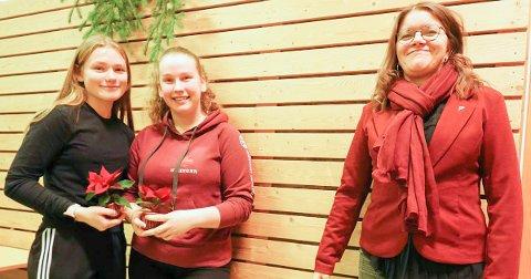 Rødøy ungdomsråd ved representantene Bjørk Heen og Steinunn Vala Gunnarsdottir sammen med ordfører Inger Monsen.
