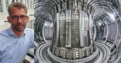 FUSJONSREAKTOR:  Denne fusjonsreaktoren står på  Culham Centre for Fusion Energy i England.  Til venstre professor Odd Erik Garcia.