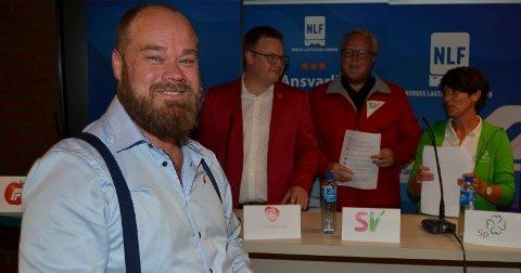 TIL ANGREP: Truls Gihlemoen (Frp) gikk til angrep på fylkeskommunenes bruk av samferdselspenger. Bak fra venstre Even Aleksander Hagen (Ap), Bjørnar Tollan Jordet (SV) og Aud Hove (Sp). (Foto: Bjørn-Frode Løvlund)