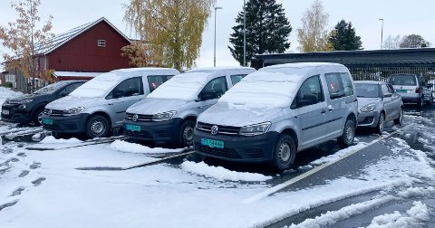 Tjenstebiler med sommerdekk: Ringsaker kommune maktet ikke å legge om til vinterdekk på tjenestenebilene i hjemmetjenesten før snøfallet kom.