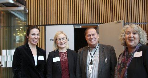 SMØRER SAMHANDLINGEN: Påtroppende prosjektleder Kjersti Sirevåg, avtroppende Hanne-Merethe Årstein, Pål Wiik og sykehjemsutvikler Kari Os i Lørenskog.