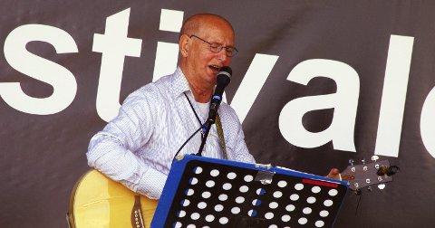 TATERMUSIKK: Elias Akselsen er av taterslekt, nærmere bestemt stor-Johanfolket. Han har vokst opp med musikken og har fortsatt en autentisk framføring av tatermusikken.Arkivfoto: Per D. Zaring