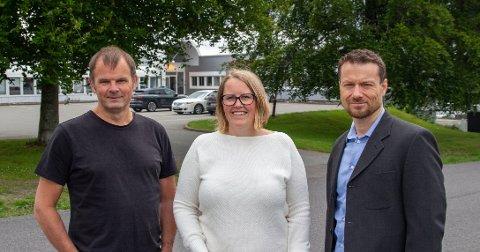 FLYTTER: Lars Harald Hvidsten (t.v.), Merethe Hvatum og Terje Henden i Pindena skal jobbe fra Sandefjord i nye og moderne lokaler på Fokserød.
