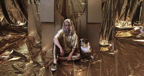 Signe Solberg (33) arbeider med skulptur, installasjon og abstrakt form.