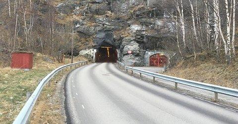 KRAFTIG LØFT:Seimsdalstunnelen er einaste veg mellom Seimsdalen og Årdalstangen, og vart opna i 1962. No skal tunnelen skal utvidast.