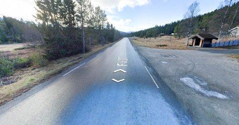 AVKJØRINGER OG STIKKVEIER: Mellom Krossen på Rauland  og Garatun (bildet) er det 47 avkjøringer, stikkveier og parkeringslommer. Strekningen er knappe tre kilometer lang.