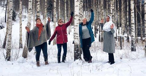 AKTIV FRITID: De håper å starte fritidskurset allerede før vinterferien. Fra venstre Kari Frank og Aud Engesvoll (leder og nestleder i Nittedal og Hakadal Bygdekvinnelag), Gitte Korvann (leder i ressursgruppa for flerkultur i Nittedal Røde Kors) og Shama Ahmed (leder for ahmadiyya-kvinnene i Nittedal).
