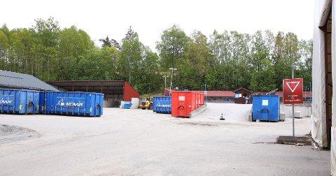 NYE REGLER: To branner forårsaket av feilsortert avfall er en av grunnene til at man nå ikke lenger får levere avfall i sorte søppelsekker ved Vestby gjenvinningsstasjon.