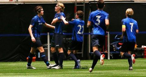 JUBEL: Nicholas Nyquist og de andre Stabæk-guttene jubler etter å ha tatt ledelsen mot Rosenborg.