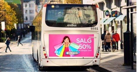 JCDecaux vant kontrakten om å dekke busser og bybanen i Bergen med reklame. Torsdag godkjente flertallet i fylkestinget avtalen (Illustrasjonfoto).