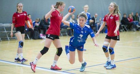 Celina Steensæth Tørum og venninnene i Sotra gjorde mye bra, men det ble tap 15-7 for BHK i semifinalen i 13-årsklassen.