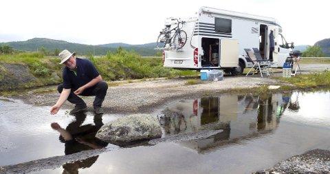 IKKE GLAD I CAMPINGPLASSER: Alan liker villcamping best. Her fra Bjørnefjell i Nordland.