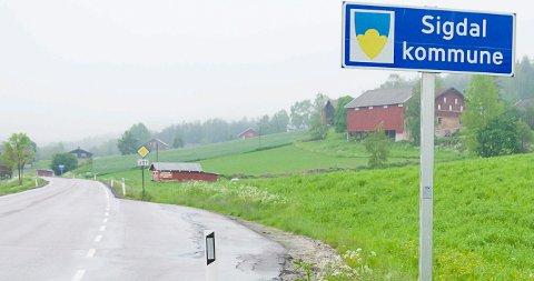 PÅ GRENSA: Jon Hovland (H) mener bommen som skal finansiere ny avkjøring fra rv. 350 til fv. 287 må plasseres på kommunegrensa mellom Sigdal og Modum.