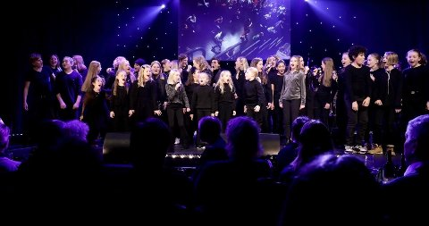 FBUT fremførte sin egen låt «Teatermagi» under Frederikprisen.
