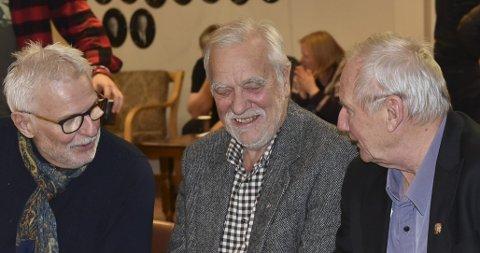 SAMLET: Mens Ørns Venner Eiendoms deleiere  Knut Løge (f.h.) og Svein Harald Riisnæs er fornøyde med at de har flyttet hjem til Ørnhuset er Svein Mortensen også fornøyd med at han har flyttet sin forretningsvirksomhet hjem til privatboligen.