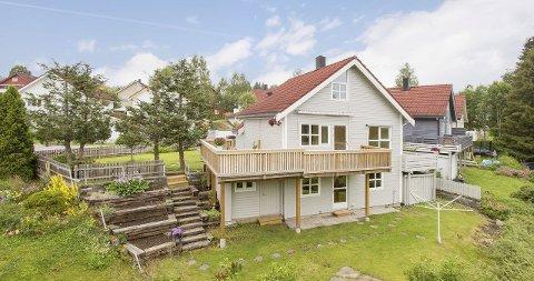OVER TAKST: Trine Skattum Rikoll noterte 2,7 millioner for en enebolig i Konvallvegen 37. I august 2014 ble det Konvallvegen 24 solgt for 2,8 millioner kroner.  - Det var en bolig som var vesentlig mer oppgradert enn den som ble solgt nå, sier megleren.