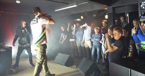 HIPHOP PÅ HUSET: Om lag 80 ungdommer tok turen til Brandbu og Folkets hus 16. mai for å høre konsert og se kinofilm.