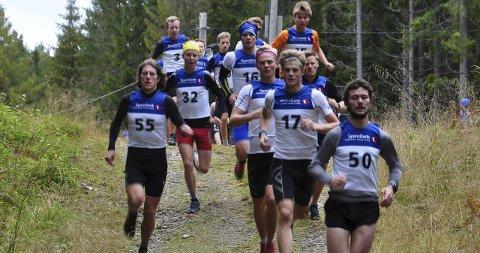 Raskest: De yngste var best under søndagens utgave av motbakkeløpeløpet Harestua-Paradis. Johannes Bjertnæs (nummer 17) vant knepent foran Jo Nordskar (55). Simen Ellingsen Rustad (nummer 50) tok 3.-plassen.