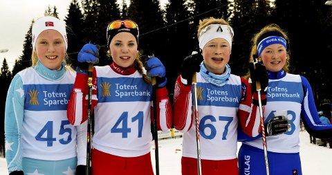 FINALISTER: Helena Vesteng, Svea (til venstre), Oda Høgnes, Jevnaker, Bjarte Bjertnæs, Jevnaker og Oline Meli, Svea ble henholdsvis nummer fem, fire, tre og tre i klasse 13 år for jenter og 14 år for gutter.