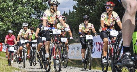 FOLKEFEST: Grenserittet er en herlig folkefest på sykkel. Antall påmeldte i år er lavere enn noensinne, men arrangørene håper fortsatt på 5.000 syklister. Arkivfoto
