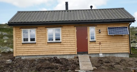 Heisanntjørnbu: Den nye fjellstyrehytta ligg i Eidfjord statsallmenning. Eidfjord fjellstyre har no sju hytter og to steinbuer.