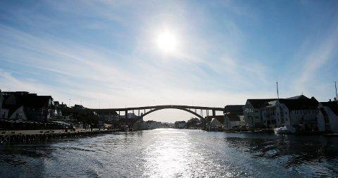 IDYLLISK BELIGGENHET: Haugesund kommune har ikke spesifisert hvor, men et utendørsbasseng i Smedasundet er et av alternativene som vurderes for å løse kapasitetsutfordringen.