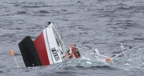 TRIST SYN: Det var tungt for Endre Jakobsen å se at sjarken «Havbrus» sank. Foto: Kystvakten