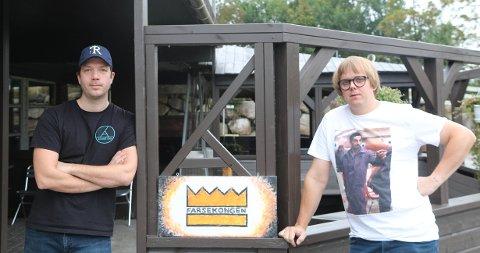 FARSEPUB: Roy Danny Dysjaland (t.v) og Frode Hagerup vil servere jærske farser på Annige Bar.