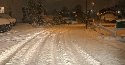MYE SNØ: Det har snødd kraftig og ikke alle veier hadde blitt brøytet ved 6-tiden.