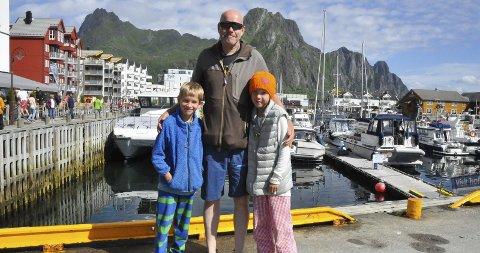 Familieferie: Hans Petter Håkonsen la ferien til Lofoten denne sommeren, sammen med barna Birk (8) og Amanda (10).