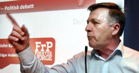 John Karlsen (Frp) advarer mot å overlate sammenslåinga av Troms og Finnmark til kommunaldepartementet.