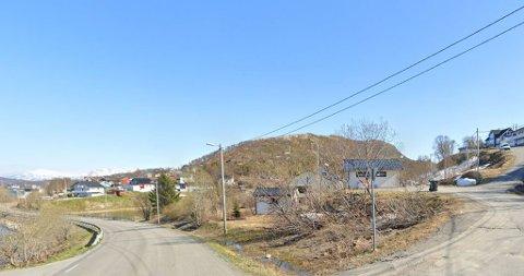 UTBYGGING: Det er i byggefeltet til høyre i bildet,  i Sjurelvveien i Kaldfjord at det planlegges utbygging.