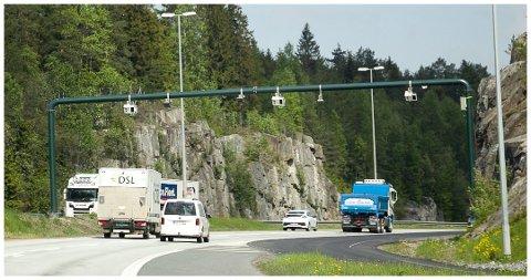 En av bomstasjonene på grensen mellom Follo og Oslo ligger ved kontrollstasjonen på Taraldrud. Foto: Bjørn Sandness
