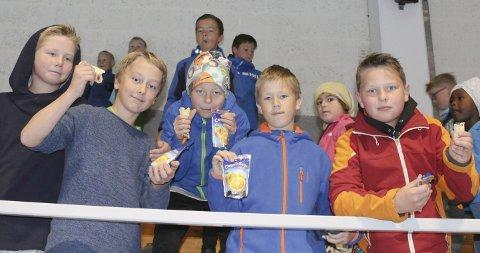 BLE KULT: 12-åringene Sean Henrik Christiansen, Filip Rørvig, Peder Bernhard Glosli, Jonas Knold og Adrian Søderkvist var fornøyd med både oppussingen og pølsene.