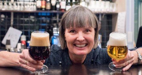 Bli med på en skål: For inntil ganske nylig var ikke øl det Sissel Tveit helst fylte glasset med. Men det var da hun trodde øl var øl og ferdig med den saken. – Men øl er jo så mye mer, så mange smaker og gode opplevelser. Det skal vi lære mer om på temakvelden «Øl og damer», sier hun.Begge Foto: Vidar Sandnes