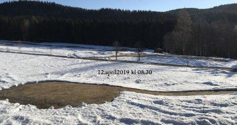 FORTSATT SNØ: Greenene er snøfrie i Aas Gaard Golfpark, men det ligger ennå 15-20 centimer snø på fairwayen.