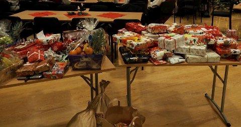 JULEGAVER: I fjor ble det samlet inn mange julegaver til barn og familier i Holmestrand kommune.