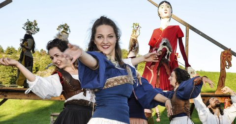 SPILLEGLEDE: Rundt 20 unge teatertalenter fra hele Europa har deltatt i årets Stella Polaris-oppsetning «Stemmer fra Gokstad», som ble vist med forestillinger på Gokstadhaugen i helgen. ALLE FOTO: BJØRN TORE BRØSKE