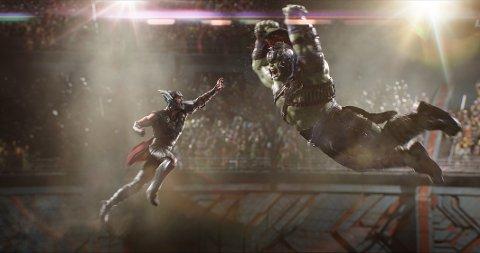 Stor kinofilm: Chris Hemsworth som Thor og Mark Ruffalo som Hulk i «Thor: Ragnarok».