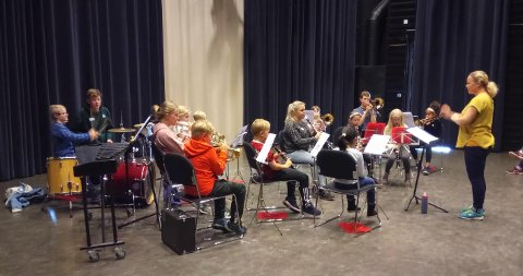 KONSERT: Aspirantene spiller konsert for foreldrene.