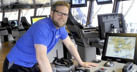BRUA: Kan lett forvekslesmed et spillekasino i Las Vegas. Her kan skipper Dag Sundet Jensen ha kontroll det meste som skjer om bord.