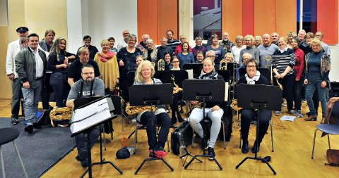 Kristiansund storband og Fredøens Basarensemble er gamle kjenninger som fredag samles til 30-årsfest - for Fredøens. (Alle foto: Henning Hope Rønhovde)
