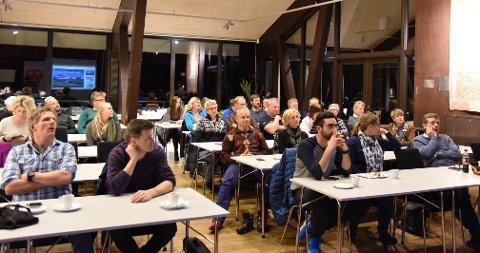 Mange møtte frem for å være med på diskusjonen om fremtidens hytteliv i Valdres.