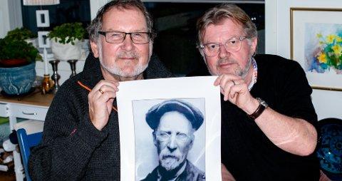 Lokalhistorikerne Olav Haugdahl (t.v.) og Torstein Hvattum har gravd både i arkivene og kontaktet slekt og naboer for å skaffe informasjon om Åsmnannen Vincentz Gaarder, som var Lenins medhjelper.