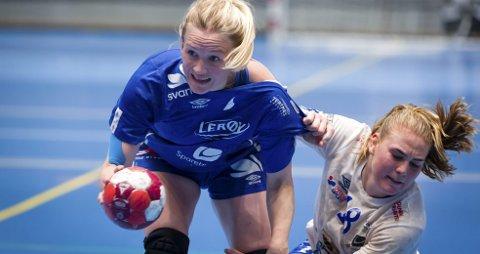 Etter noen år uten håndball og et par sesonger i lavere divisjoner, er Marie Liljegren (t.v.) tilbake i Tertnes-drakt. Her er hun i treningskampen mot Fana forrige uke.