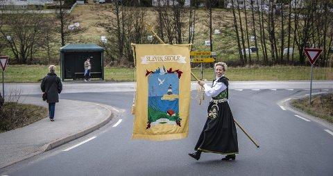 I takt med lokalsamfunnet: – Det er snakk om veldig gode og sterke tradisjoner når vi snakket om 17. mai-feiringen på Slevik, sier FAU-leder  Merete Henriksen.