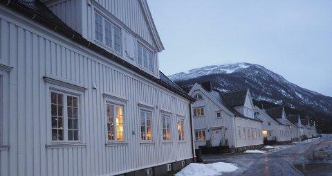 På rekke og rad: I Havnegata ligger de på rekke og rad. De tidligere LKAB-boligene har historisk verdi for Narvik, og eierne av de vertikaldelte eneboligene er innvilget 50 prosent fritak for å betale eiendomsskatt også i kommende 2017.Alle foto: Terje Næsje