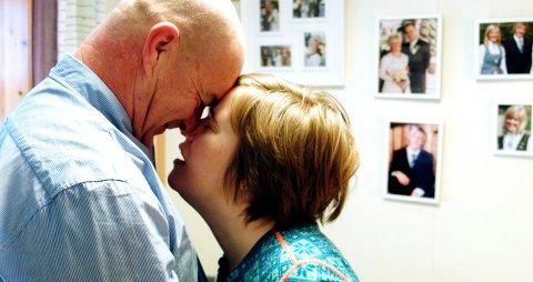 NÆRHET: Stillbilde fra filmen «Husker du meg» som handler om mennesker som blir demente i ung alder. Siri       fikk demens-diagnosen da hun var 38 år. Mannen hennes, Halvor Løkken, deltar i en samtale om filmen etter premieren.