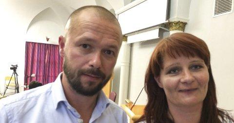 STATUS: Arbeiderpartiets gruppeleder, Arve Sigmundstad og partileder Kirsti Brække Myrli oppsummerer her det første året i den nye kommunestyreperioden.foto: Øivind Kvitnes