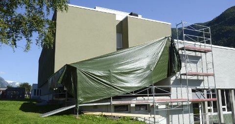 Ny fasade: I dette tilbygget, på hjørnet av Yrkesskulebygningen, skal den store separatorriggen stå.  Foto: Ernst Olsen